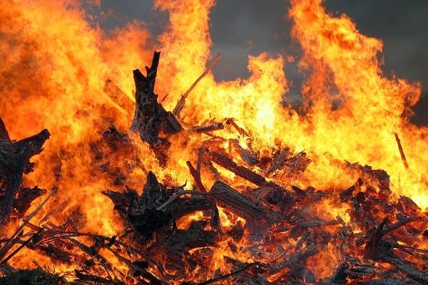 Небезпечний вогонь: в Калуші сталася пожежа на території школи