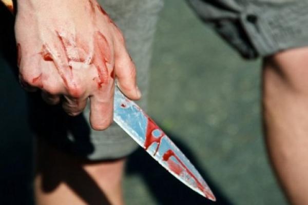 У столичному хостелі іноземець поранив ножем сусіда