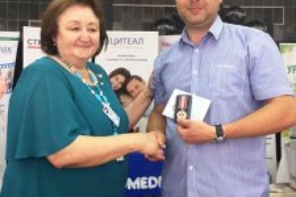 Медика із Прикарпаття нагородили медаллю «Знання, душу, серце людям»
