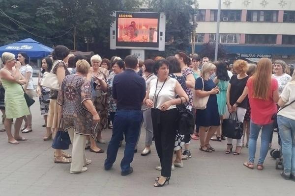 Скандал у Франківську: батьки та вчителі проти об'єднання двох шкіл (Відео)