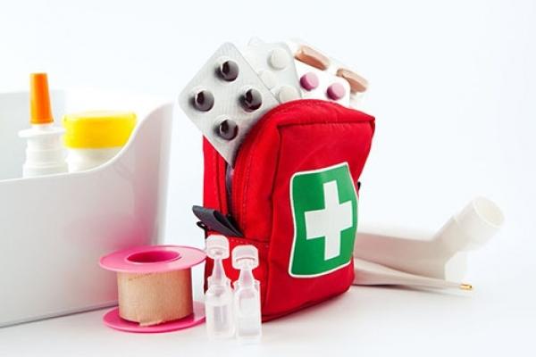 Поради франківського лікаря: як правильно скласти аптечку, збираючись на відпочинок