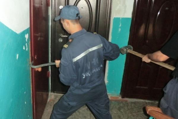 Франківські рятувальники звільнили дитину із квартирного полону