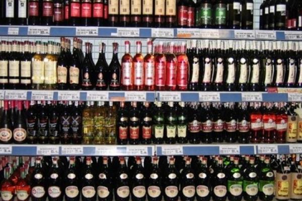 За зловживання при торгівлі алкоголем і тютюном недобросовісні підприємці Прикарпаття заплатять 1,5 мільйона гривень