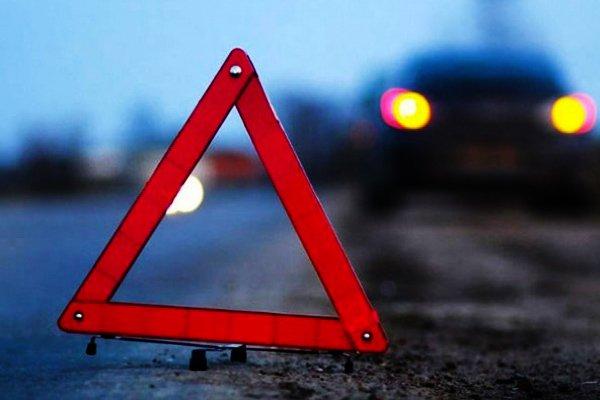 На Франківщині водій зіткнувся із двома авто, збив велосипедиста і втік з місця ДТП (Відео)