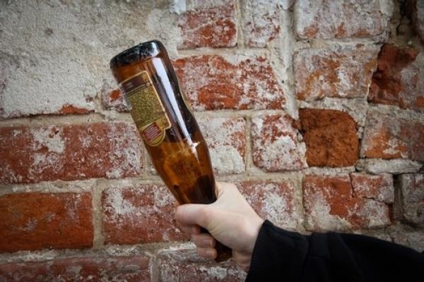 На Київщині чоловік вбив товариша пляшкою з-під горілки
