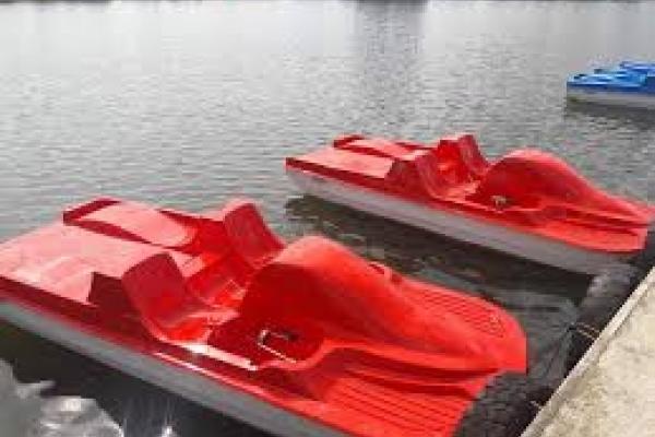Троє п'яних франківців стрибали в міське озеро з катамарана