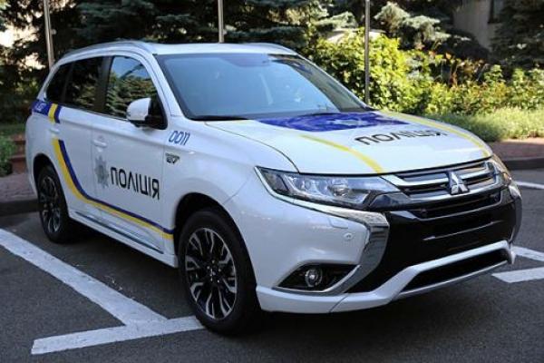 На Івано-Франківщині п'яний євробляхар «підбив» поліцейський автомобіль