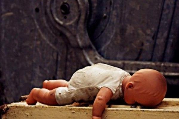 На Прикарпатті горе-матір, яка вбила шестирічну дочку, хочуть відправити на примусове лікування