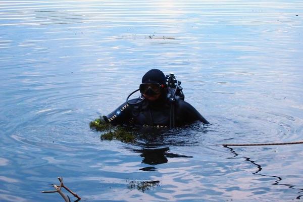 На Прикарпатті п'ятий день шукають потопельника: водолази продовжуть обстежувати русло Дністра
