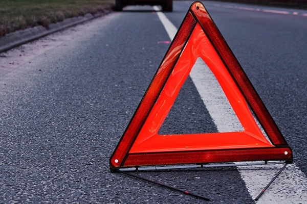 Жахлива ДТП на Прикарпатті: мотоцикліст з жінкою зіткнувся з бензовозом