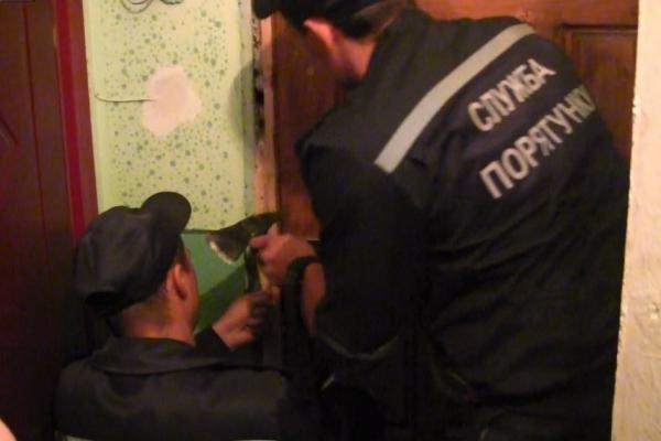 У Франківську 48-річна жінка три дні не могла вийти з дому, її зачинив син