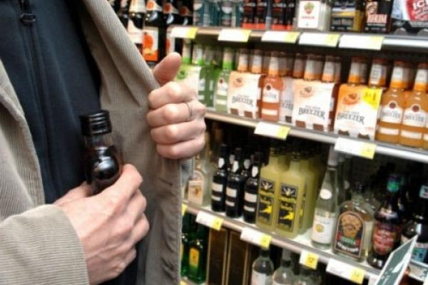 Випив і не заплатив. На АЗС в Івано-Франківську затримали любителя дорого алкоголю