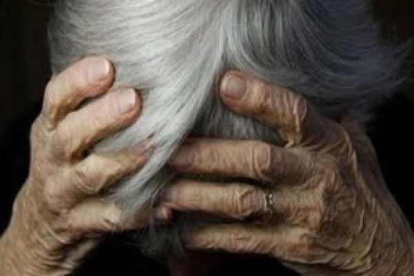 На Прикарпатті колишній в'язень побив і зґвалтував 75-річну жінку