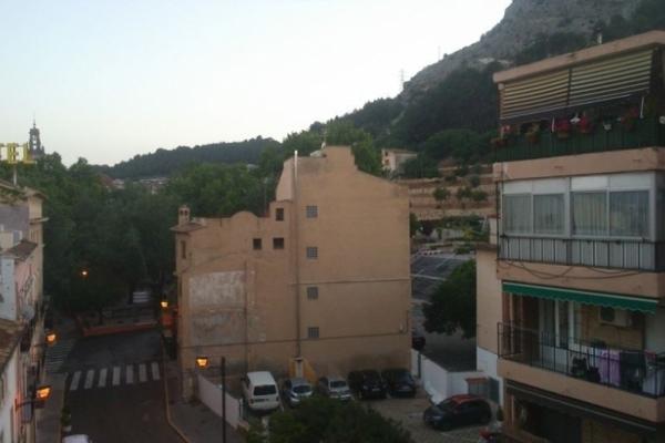 Дружина прикарпатського мера придбала в Іспанії трикімнатну квартиру в курортному містечку