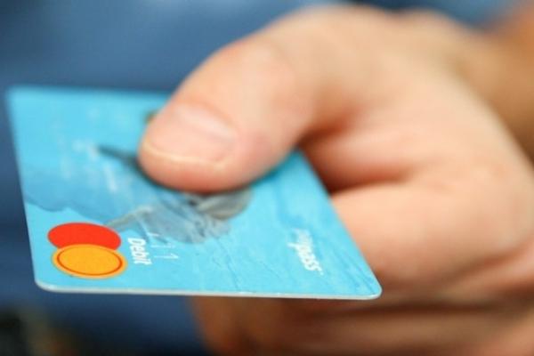 Братерські стосунки: франківець, який вкрав у брата банківську картку, проведе рік за ґратами
