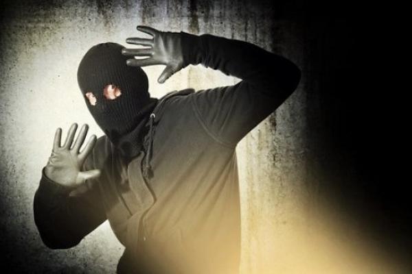 На Івано-Франківщині іноземець утримував заручницю і погрожував її вбити