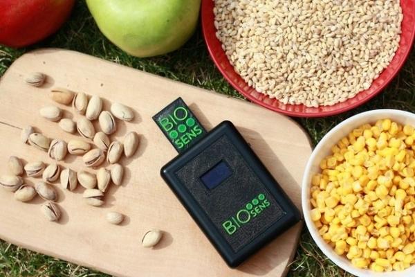 Прикарпатець розробив чудо-прилад для тестування якості продуктів (Фото)