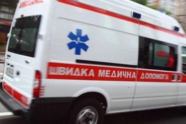 У Калуші на очах перехожих помер чоловік, до якого через затори не встигла «швидка допомога»