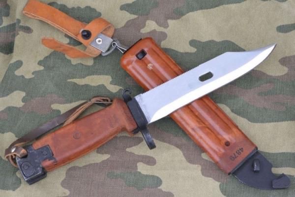 У Франківську чоловік погрожував фізичною розправою, маючи при собі штик-ніж