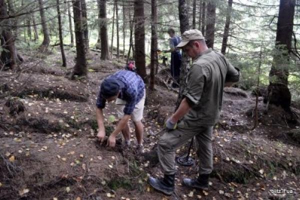 У прикарпатському селі віднайшли одразу три поховання Першої світової