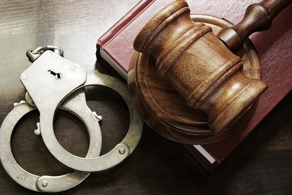 Чоловіку, який нападав з ножем на перехожих у Франківську, загрожує до 12 років в'язниці