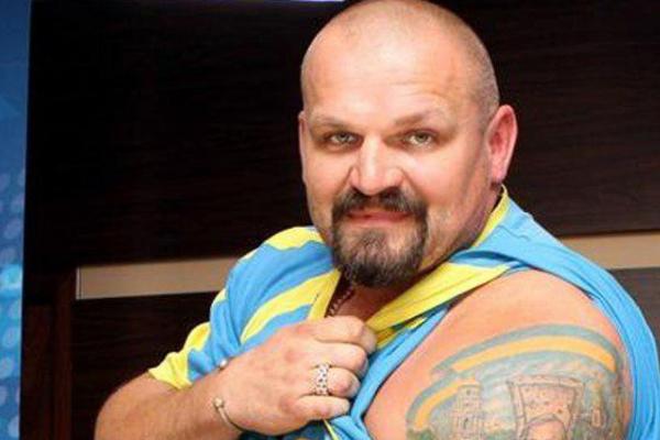 Прикарпатський богатир помітно схуд під час участі у популярному шоу (Фотофакт)