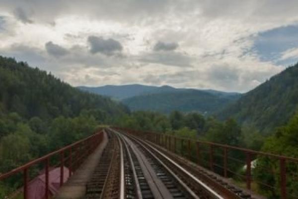 В Яремче 15-річний хлопчик впав з залізничного моста
