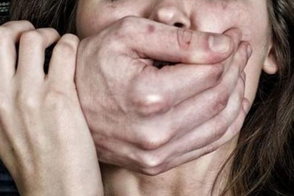 Франківчанина, який протягом року ґвалтував свою доньку, засудили на десять років