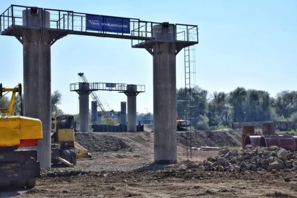 Уже вимальовується «скелет» галицького моста у Івано-Франківську (Фото)
