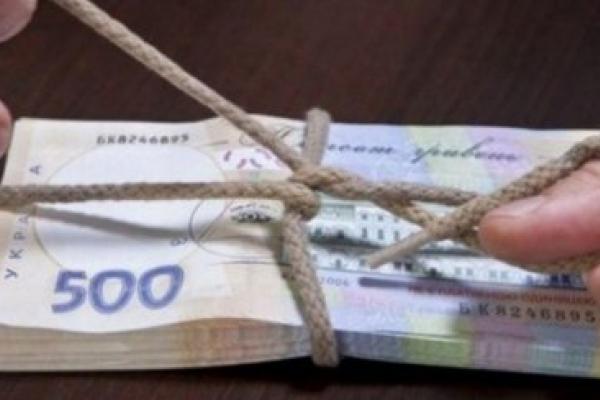 На Прикарпатті за хабар судять Буковинського начальника ДФС