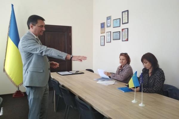Лікарі Івано-Франківської обласної дитячої лікарні подали в суд на свого керівника і бухгалтера (Фото)