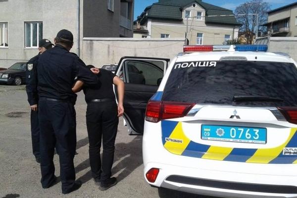 На Прикарпатті 21-річного чоловік напідпитку викрав автівку