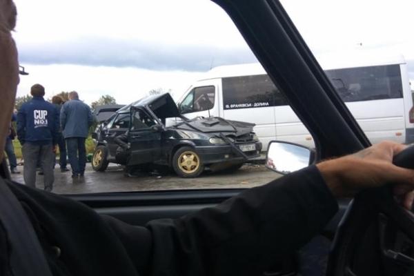На Прикарпатті автобус з пасажирами потрапив в аварію (Фото)