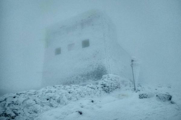 На «гірському» кордоні Івано-Франківщини та Закарпаття намело півметра снігу (Фото)