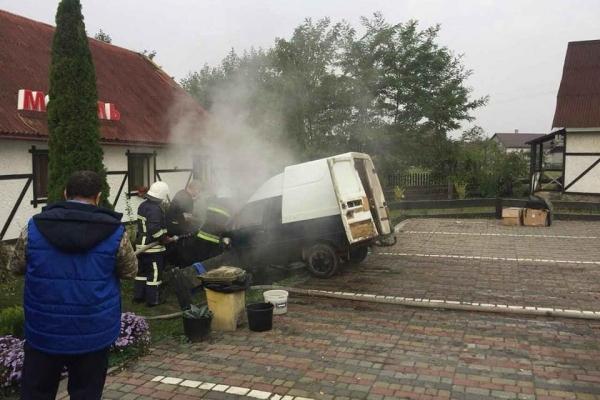 На Прикарпатті загорівся автомобіль (Фото)