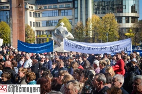 Кількасот медиків пікетували біля Івано-Франківської ОДА (ФОТО)