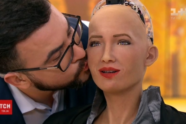 Перша у світі людина-робот Софія приїхала до України (Відео)