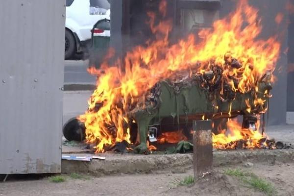 В Івано-Франківську палає сміття в контейнерах