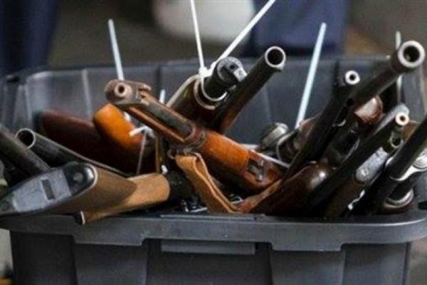 Прикарпатці добровільно здали поліцейським 165 одиниць зброї