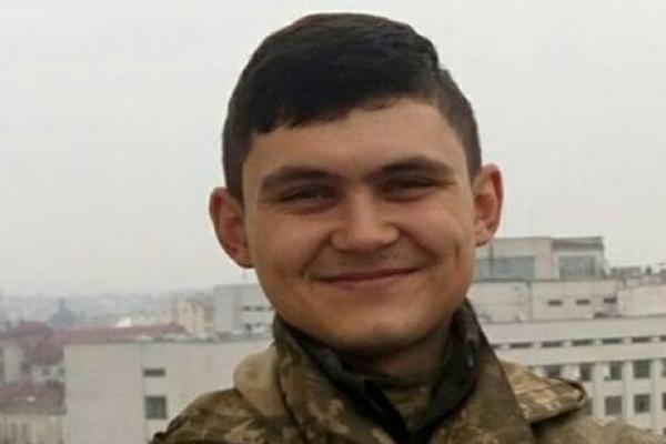 Красивий, молодий, усміхнений: меморіал 21-річному загиблому воїну АТО в Івано-Франківську (ВІДЕО)