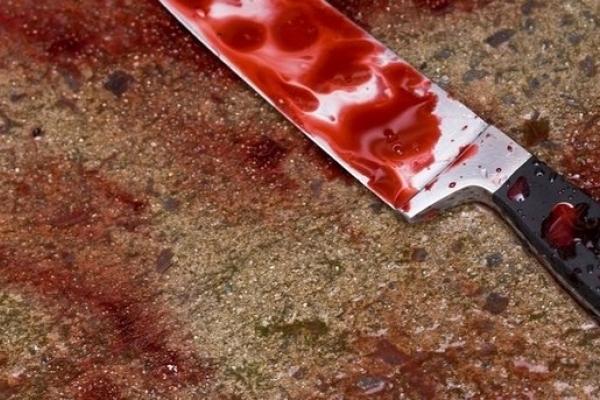 Встромив ніж у груди: на Прикарпатті чоловік скоїв самогубство