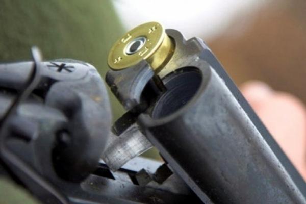 Поліцейські зупинили п'яного сільського голову зі зброєю, що тікав на машині