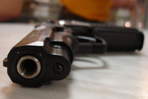 Поліцейські затримали прикарпатця, який возив у авто пістолет із патронами