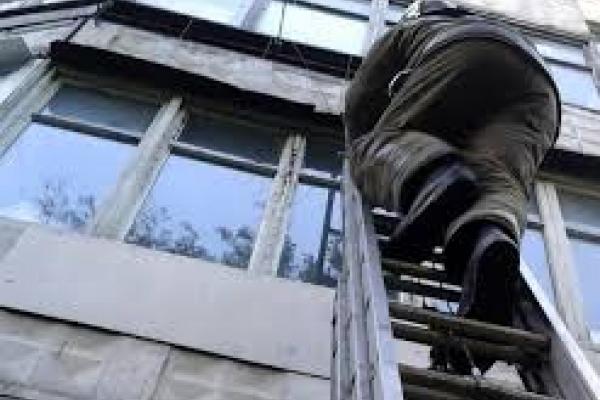 У Франківську за зачиненими дверима знайшли тіло жінки