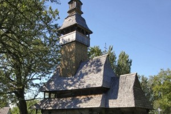 На Івано-Франківщині є найстаріша дерев'яна церква в Україні, якій уже понад 500 років (Фото)