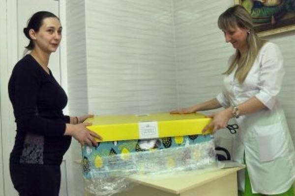 Прикарпатські матусі розповіли, що входить у бебі-бокси та чим вони корисні (Відео)