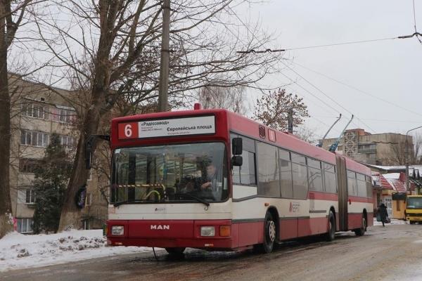 У Франківську з першого квітня проїзд у тролейбусах подорожчає вдвічі