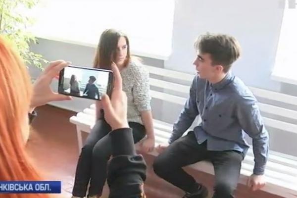На Прикарпатті учні знімають серіал про шкільне життя (Відео)