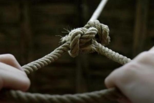 Самогубство на Прикарпатті: 62-річний чоловік повісився у власному будинку