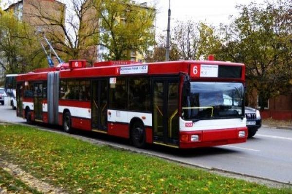 З понеділка вартість проїзду у франківських тролейбусах зросте вдвічі